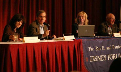 Journalists Carla Marinucci, Marc Sandalow and Lisa Vorderbrueggen with SMC political science professor Steve Sloane during a Nov. 10 panel on the 2008 election.