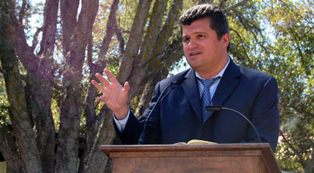 <i>San Diego Union-Times</i> syndicated columnist Ruben Navarette Jr. addresses students and faculty at the Sept. 19 Social Justice Speaker Series.